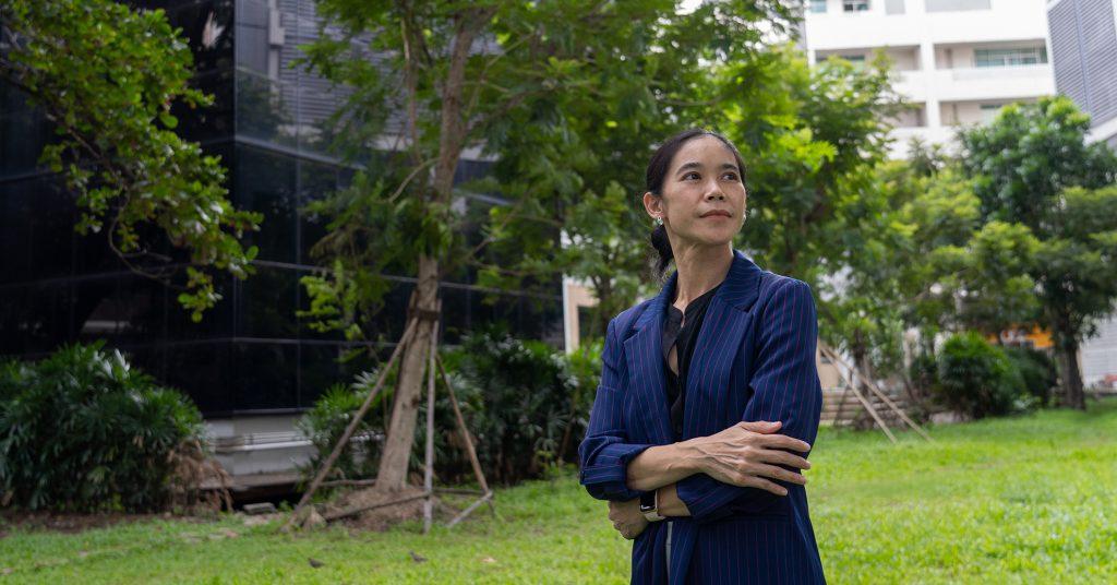 """""""ปีที่แล้วทำอะไร ปีนี้ก็ทำแบบนั้น"""" คุยเรื่องการแก้ปัญหาน้ำของรัฐไทย กับผศ.ดร.สิตางศุ์ พิลัยหล้า"""